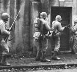 Une patrouille de GIs près de Metz fin 44.
