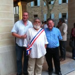 Jean-Claud Fournier entouré de M. le Maire Jean Pierre Constant (a droite) et Jean Yves Meyer; adjoint à la culture.