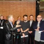 La remise du prix aux deux lauréats par Pascal Ory, président du jury.