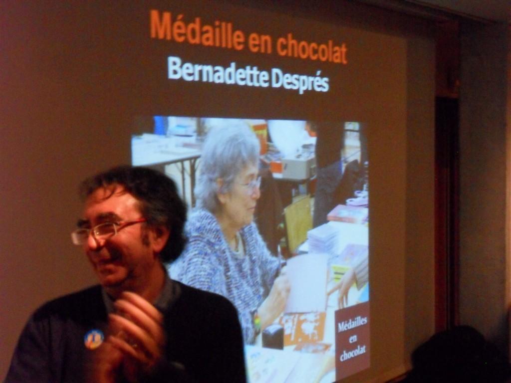 Médaille en chocolat pour Bernadette Després.