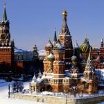 Vue sur la cathédrale St Basile, la tour du Tsar (Tour Tsarskaïa) et le Kremlin