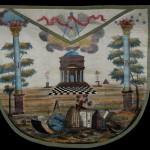 """Tablier d'Apprenti illustrant de nombreux et """"intrigants"""" symboles maçonniques..."""