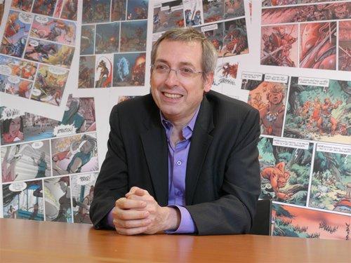 Guy Delcourt au siège des éditions Soleil.