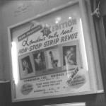 Une affiche du « Casino de Paris », l'entrée d'un club et un spectacle filmé très King Kong produit par Miller et filmé par Stanley Long.