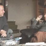 Joe Quesada - rédacteur en chef de Marvel jusqu'en 2010 - et Mike Anglo, le créateur de Marvelman, lors de l'achat des droits du personnage par Marvel en 2009.