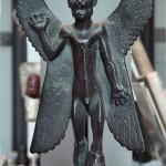 Statuette de Pazuzu, époque néo-assyrienne (VIIIe-VIIe siècles av. J.-C.). Musée du Louvre