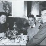 Érik (à droite), en 1952, avec sa famille : de gauche à droite, sa fille Nicole, son épouse Andrée et leur fils Yves.