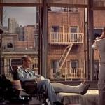 """""""Fenêtre sur cour"""", par Alfred Hitchcock (1954) : jeu(x) de regard(s), dévoilement du crime ou voyeurisme ?"""