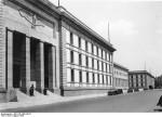 La Neue Reichskanzlei (nouvelle chancellerie du Reich) fut, entre 1938 et 1945, la résidence officielle d'Adolf Hitler. La conception et la réalisation furent confiées en 1938 à Albert Speer.