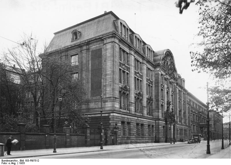 A Berlin en 1933, façade du siège de la Gestapo, sur la Prinz-Albrecht-Straße.