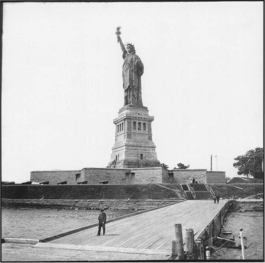 La Statue à New York, en 1887.