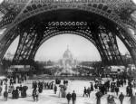 Promeneurs parisiens lors de l'ouverture de l'Exposition Universelle (1889)