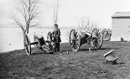 Les Tuniques bleues présentent photo canons Guerre de Sécession