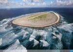 Tromelin : vue aérienne (photo AFP et R. Bouet) et plan