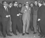 Cino Del Duca, eu centre de la photo avec un verre à la main (pour fêter son succès ?).