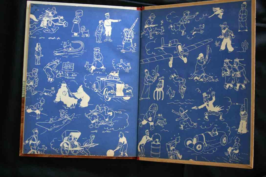 Les pages de garde de la première édition et du re-cartonnage A18 sont d'une teinte bleu « indigo » identique aux albums N&B grande image.
