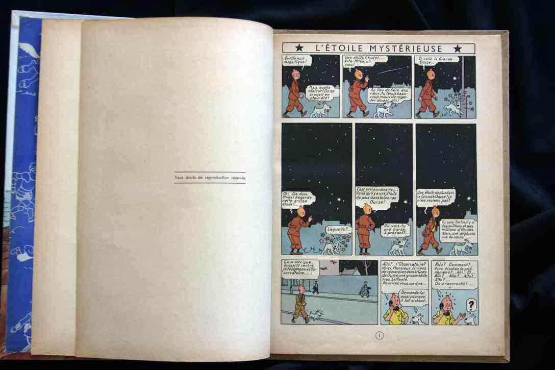 La première page de la seconde édition comporte un titre en haut des cases, contrairement à l'édition originale sans titre.