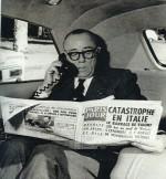 Cino Del Duca lisant Paris-Jour en octobre 1963.