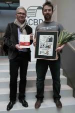 Fabrice Piault (rédacteur en chef de Livres-Hebdo et président de l'ACBD) restant le Grand Prix de la Critique:ACBD à Miguel Clemente, éditeur chez 6 pieds sous terre.