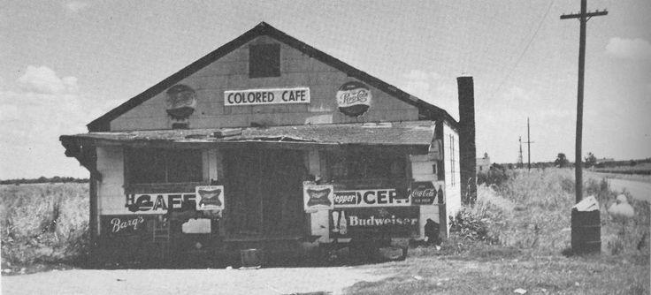 Un Colored Cafe juke joint (café club réservé aux Noirs) dans le Mississippi en 1950.