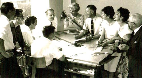 Le studio Hergé en 1956: Bob de Moor, Jo-El Azara, Jacques Martin, Michel Desmarets, Baudouin van den Branden de Reeth, Josette Baujot, Hergé, France Ferrari, Fanny Vlamynck et Alexis Remi (le père d'Hergé).