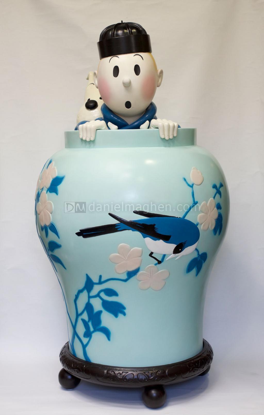 Lot 87 ¦ Jarre Tintin en plâtre polychrome.