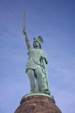 La statue d'Arminius (1875) dans la Forêt de Teutberg en Rhénanie-du-Nord-Westphalie.