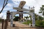 Entrée de l'Hacienda Napoles : le site est aujourd'hui transformé en parc touristique, où le visiteur peut encore contempler les vestiges des bâtiments et véhicules ayant appartenu à Escobar.