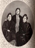 Les sœurs Fox : de gauche à droite : Leah (1814-90), Kate (1838-92) et Maggie (1836-93)