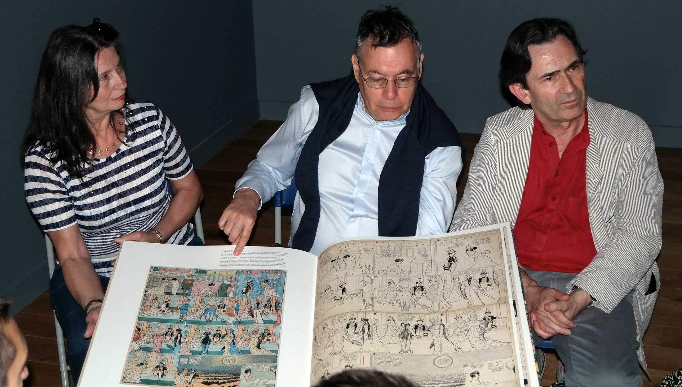À l'occasion de cette biennale, Bernard Mahé a édité un gigantesque livre reprenant les meilleures pages tirées de l'exposition.