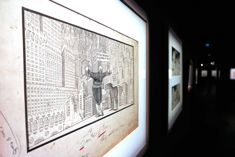 La dernière partie de l'exposition met en avant les illustrations politico/satirique de l'auteur. Certains dessins comportent encore des annotations dans les marges.