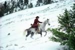 Sous la neige : photogramme extrait de Pale Rider (1985) et affiche teaser pour Les 8 Salopards (2015)