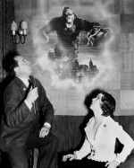 Cooper décrit King-Kong à son actrice principale, Fay Wray.