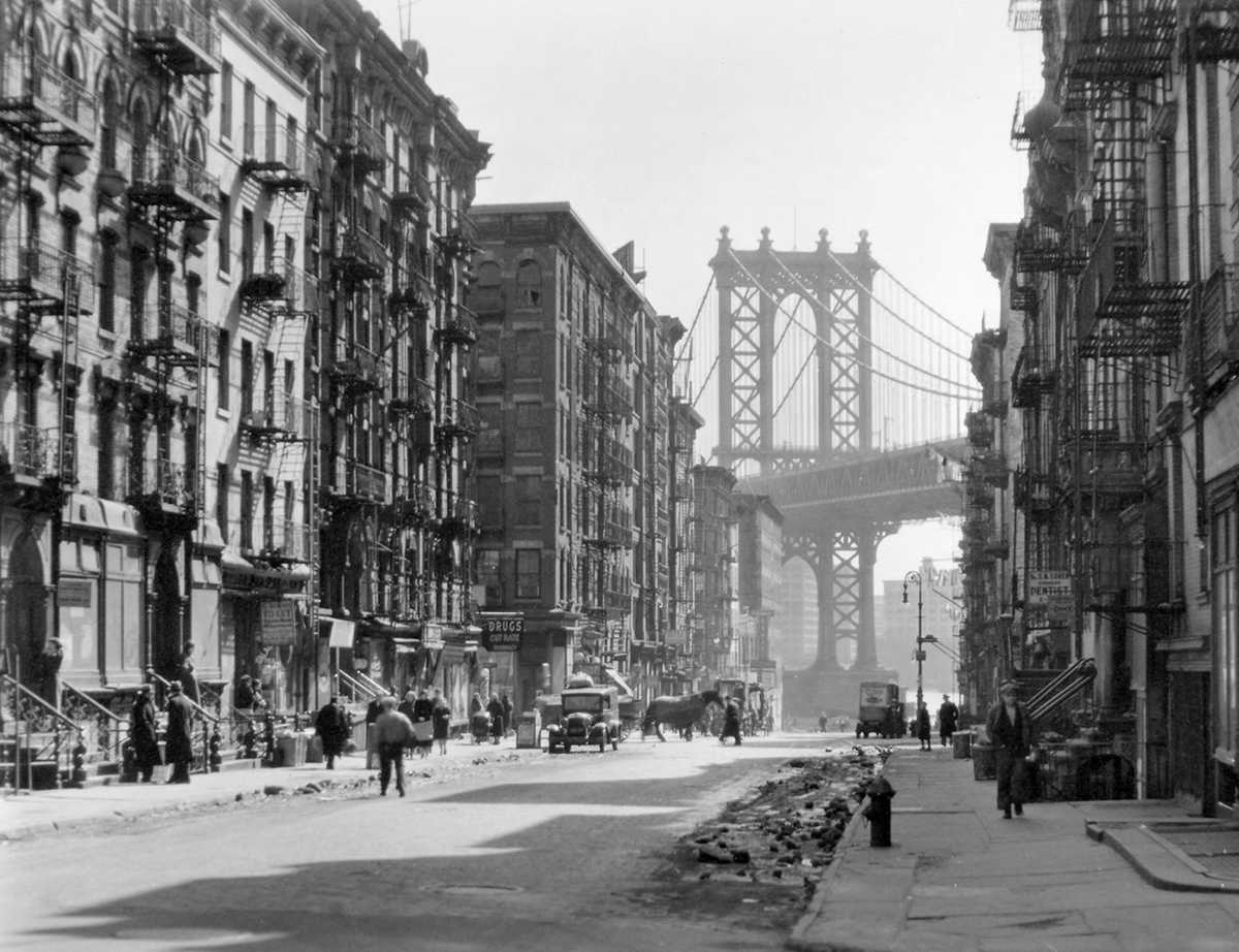 Pike and Henry Street à Manhattan (photo de Berenice Abbott)