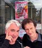 Marc Azéma et Jean Depelley devant la médiathèque des 7 Lieux.