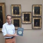 Jean Dytar devant les tableaux de Palamedes