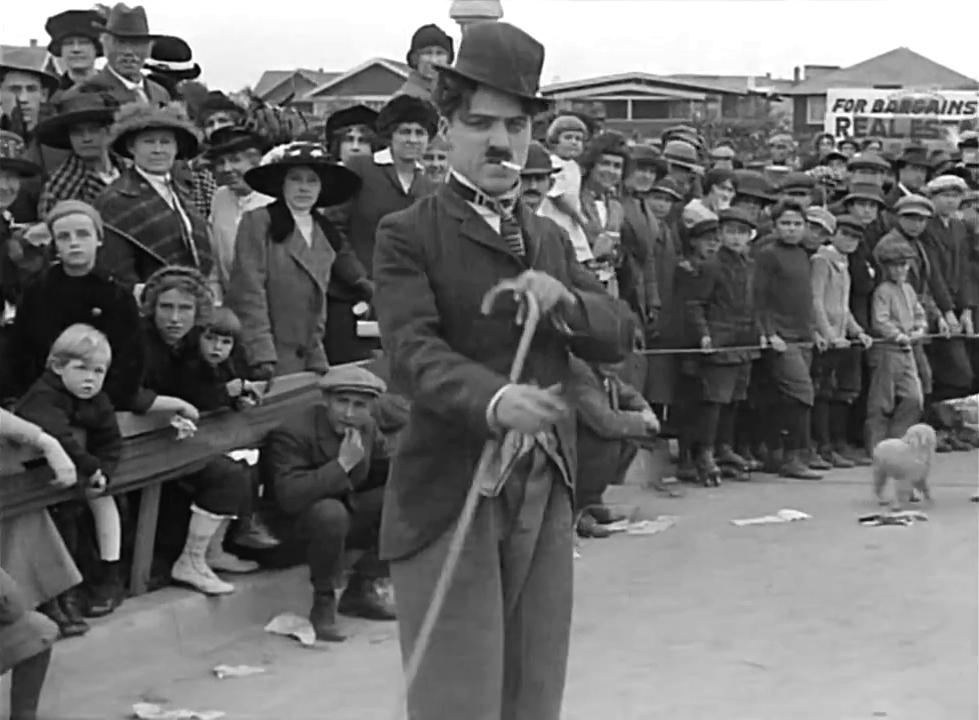 """Les débuts de Charlot dans """"Charlot est content de lui"""" (""""Kid Auto Races"""", 1914)"""
