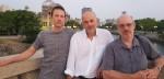Les auteurs (Alcante, Laurent-Frédéric Bollée et Denis Rodier) devant le dôme d'Hiroshima.
