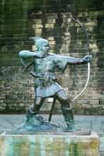 Statue de James Woodford représentant Robin des Bois, près du château de Nottingham.