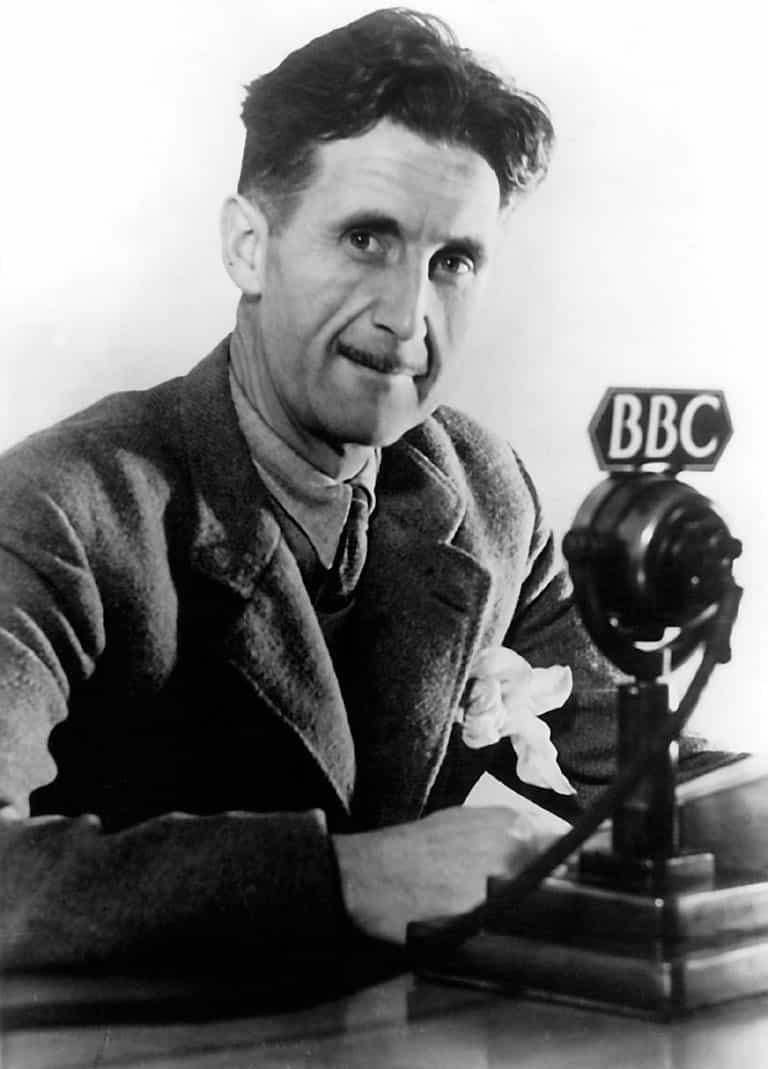 Entre 1941 et 1943, Orwell est engagé à la BBC.